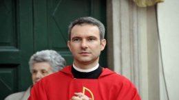 sacerdote-pedofilo