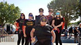 Visten de superhéroes en entierro de niño muerto por maltrato en California