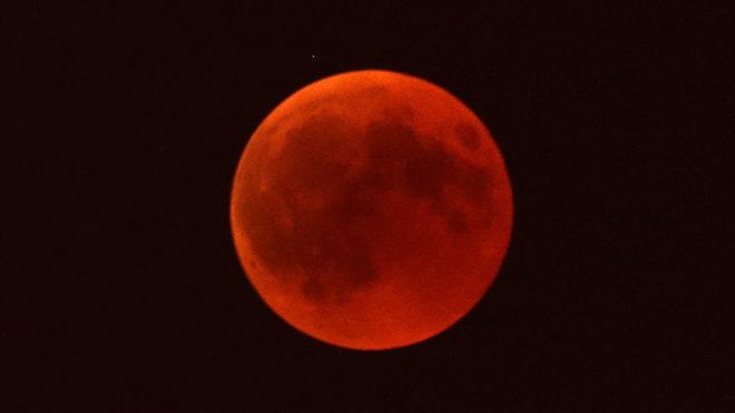 Conoce los lugares y los horarios de todo el mundo donde podrás ver la luna de sangre