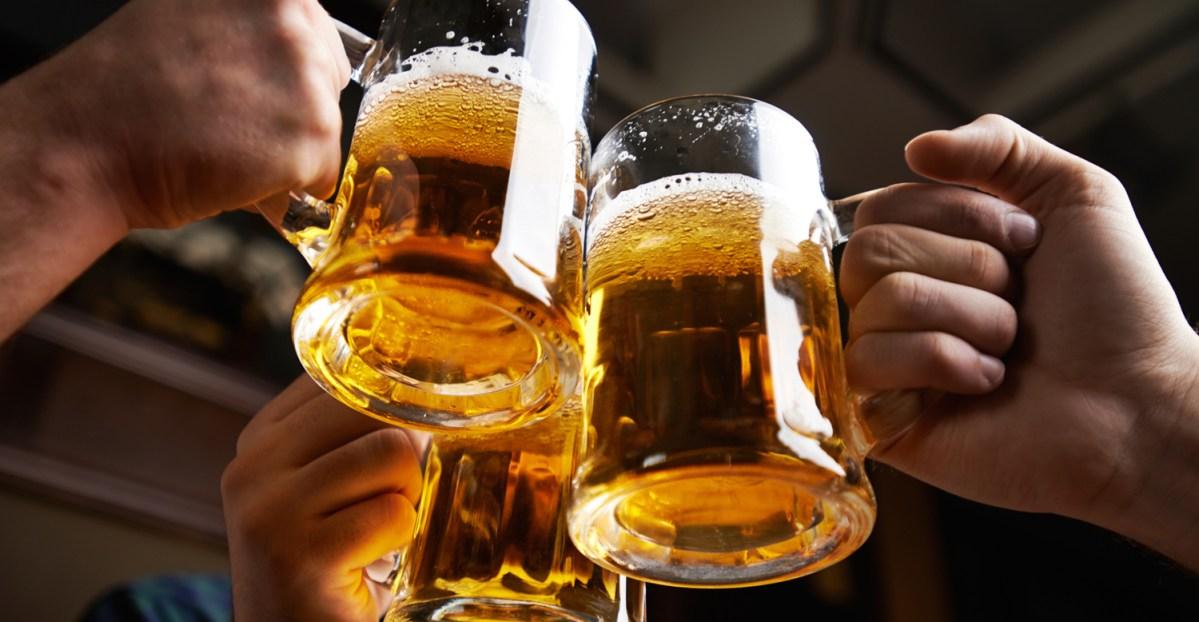 UN ESTUDIO REVELÓ QUE TOMAR 3 LITROS DE ALCOHOL POR SEMANA SERIA BENEFICIOSO PARA LA SALUD