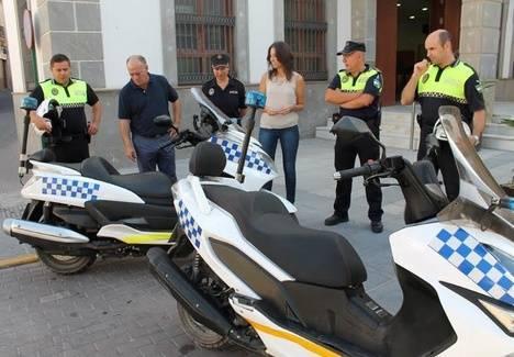 La Policía Local de Adra incorpora dos nuevas motos para el servicio de tráfico, playas y vigilancia de paseos marítimos