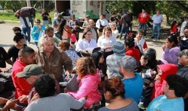 Entrega Alma Laura Hernández cobijas en sectores vulnerables de Altamira