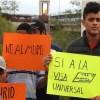Migrantes protestan en línea fronteriza contra Donald Trump