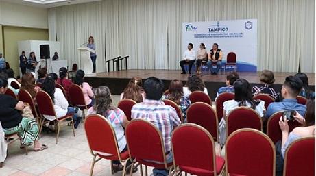 Pone en Marcha Aida Feres de Nader Taller de Orientación Familiar para Docentes de Tampico