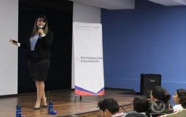 Imparten conferencias motivacionales a estudiantes de la UAT