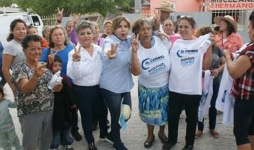 """FAMILIAS DE LAS COLONIAS """"ESTERO"""" Y """"ROBERTO GUERRA"""", RECIBIERON CON JÚBILO A ROXANA GÓMEZ PÉREZ"""
