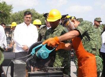 Presiden Gobernador y autoridades militares ceremonia de destrucción de armamento