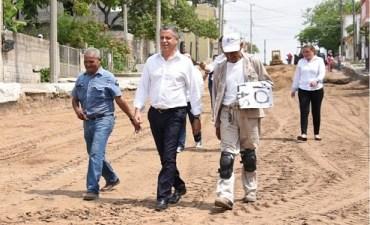 Supervisa Chucho Nader Proceso de Pavimentación de Calles