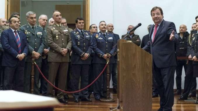 Fernández Vara asiste a la toma de posesión del nuevo jefe superior de policía de Extremadura