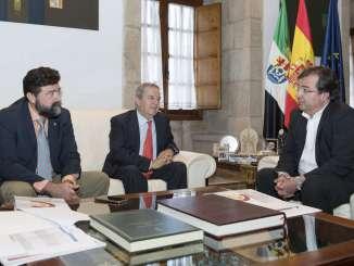 Fernández Vara se reúne con los presidentes de las Cámaras de Comercio de Cáceres y Badajoz