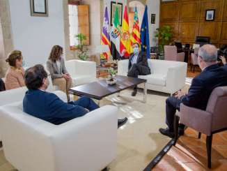 El-presidente-de-la-Junta-recibe-a-los-consejeros-de-Hacienda-de-Baleares-y-Comunidad-Valenciana