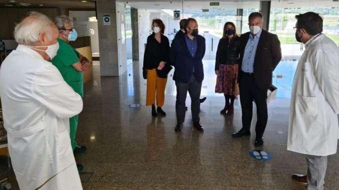 Rafael-Espana-acompana-al-embajador-de-Alemania-durante-la-visita-al-Centro-de-Cirugia-de-Minima-Invasion-Jesus-Uson