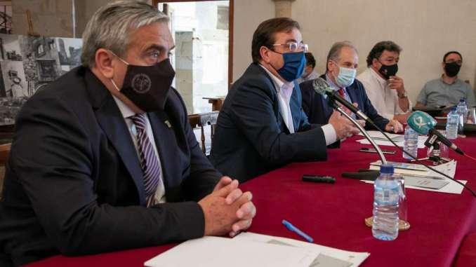 Fernandez-Vara-afirma-que-la-salida-de-la-pandemia-tiene-que-ser-´necesariamente-global´