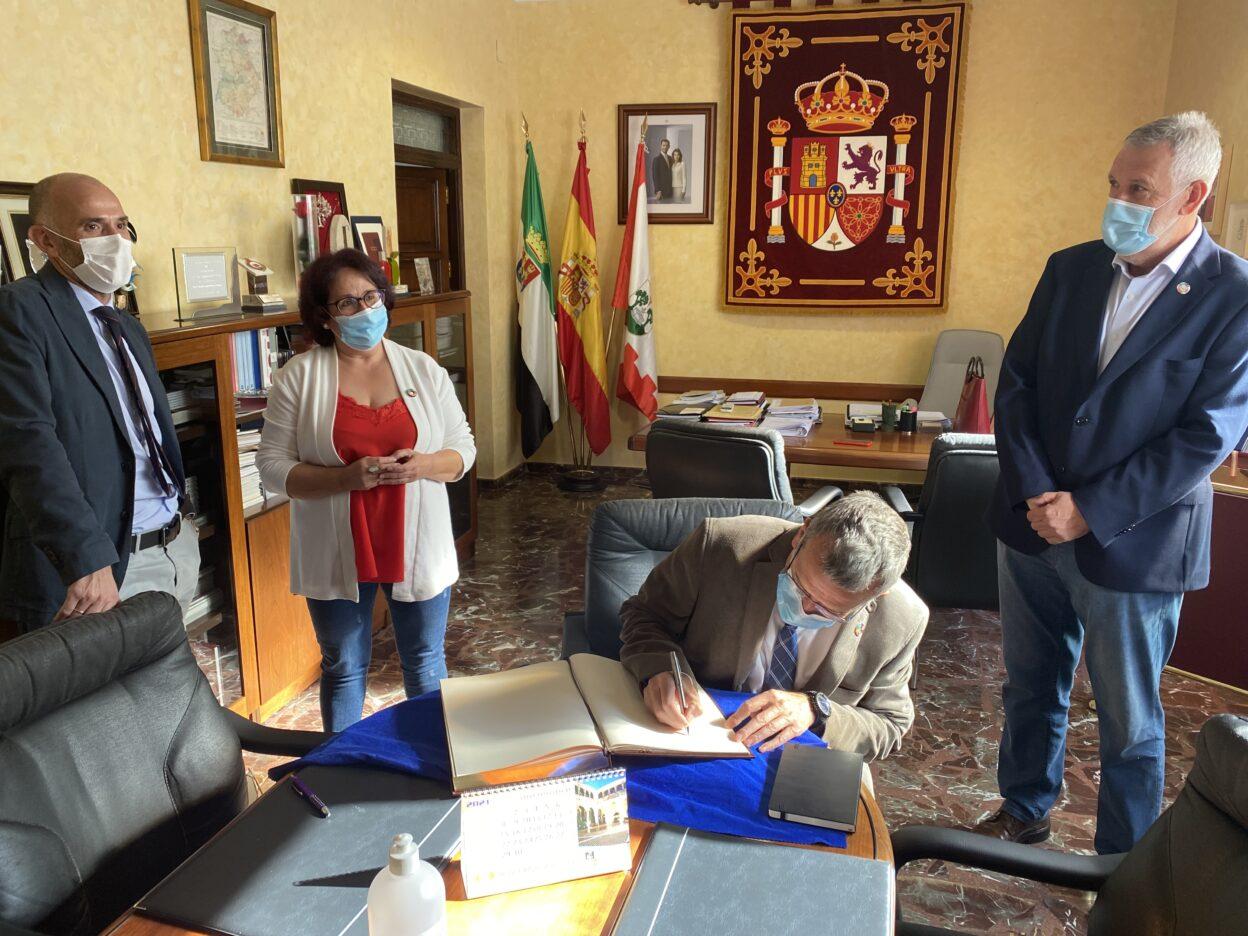 El-Secretario-General-para-el-Reto-Demografico-visita-Llerena-2