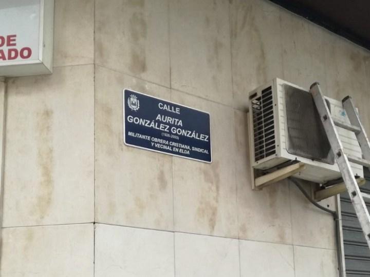 La militante obrera cristiana, Aurita González, recibe el reconocimiento de Elda con el nombre de una calle