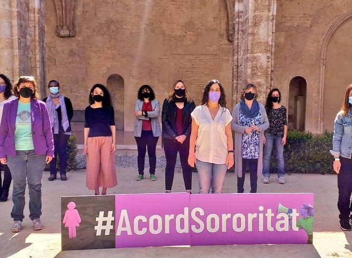Tender puentes y derribar muros en el movimiento feminista