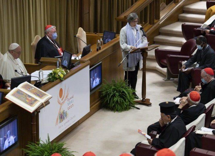 El Papa pide a la Iglesia salir al encuentro de la realidad en la apertura del Sínodo