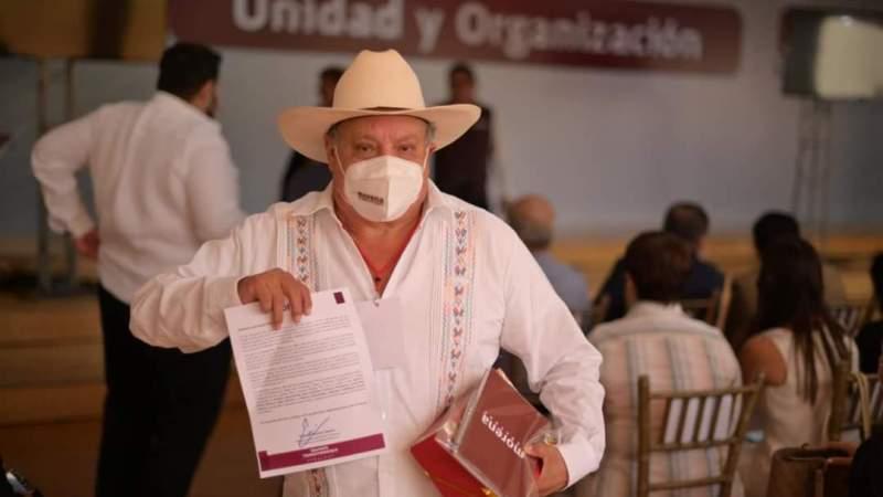 Asiste Juan «Yona» Gómez a reunión de alcaldes electos