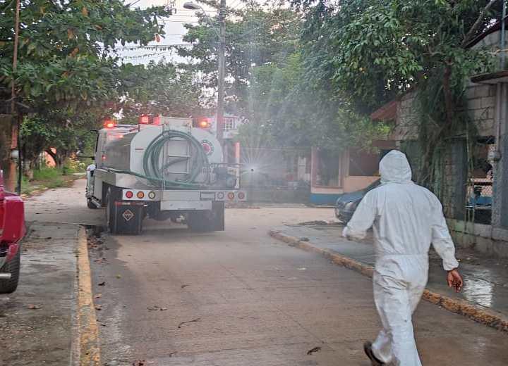 Sanitizan principales calles de Juan Díaz Covarrubias