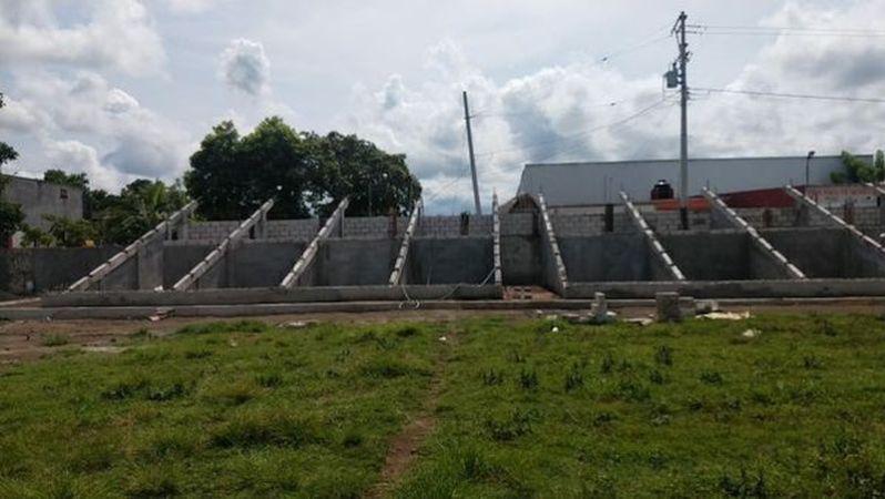 Avanza obra de campo deportivo en localidad de Tecolapan