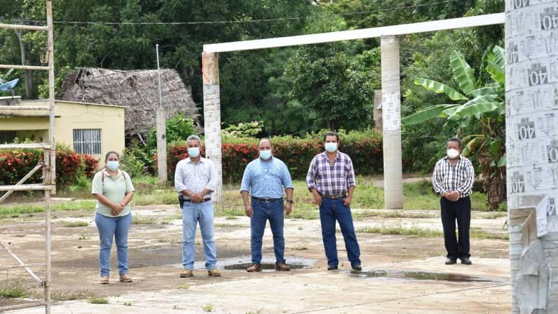 Supervisa Jorge Quinto avance de obra de domo en escuela