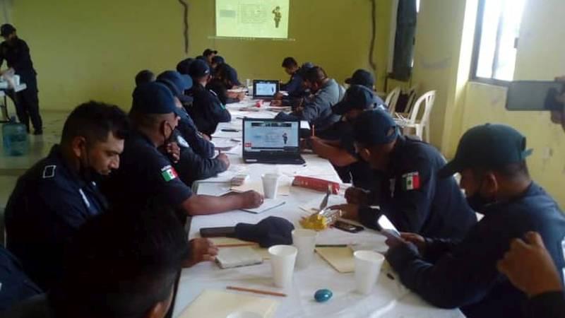Reciben policías municipales de Cabada cursos de capacitación