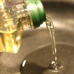 Este óleo de cozinha popular é oficialmente um pesticida registrado EPA, mas todos usam isso diariamente