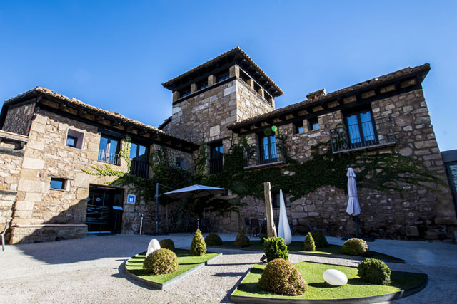 hoteles jacuzzi habitacion masia la torre