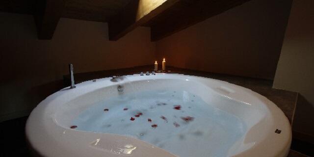 jacuzzi hotel spa agua mallos