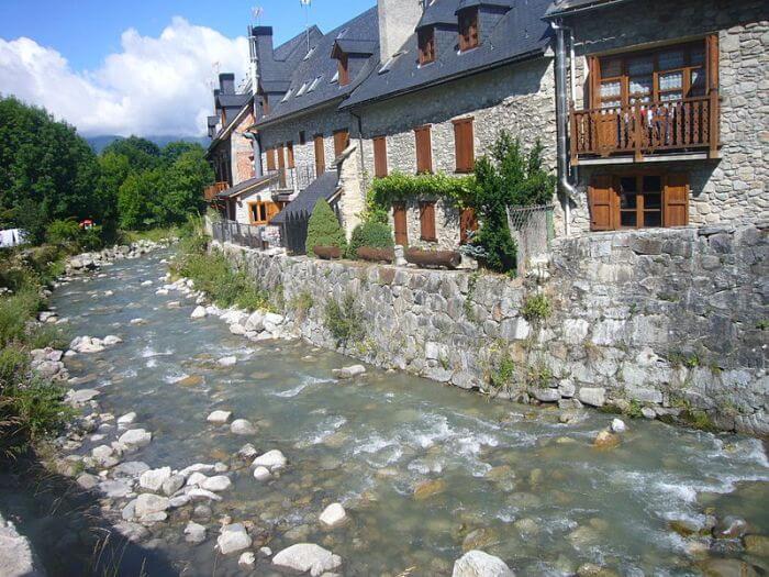 Duro descenso del turismo rural de Lleida en octubre