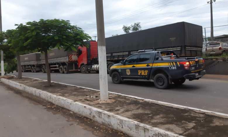 """Photo of Caminhoneiro é preso com revólver e """"rebite"""" em rodovia da Bahia"""