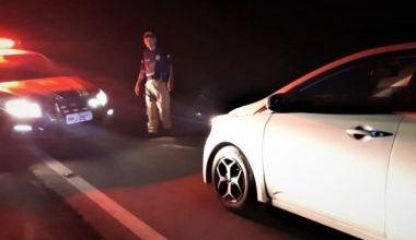 Photo of Motorista bêbado é flagrado dormindo dentro de carro em acostamento da BR-101