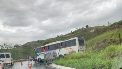 Photo of Acidente na Serra do Marçal envolve ônibus e carreta nesta madrugada