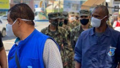 Photo of Soldados do Tiro de Guerra reforçam fiscalização do uso de máscaras no comércio de Conquista
