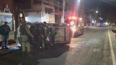Photo of Conquista: Após capotar veículo, homem se recusa a fazer teste do bafômetro, desacata policiais e acaba preso