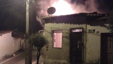 Photo of Homem coloca fogo na casa após flagrar esposa com amante em Brumado