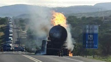 Photo of Próximo a Jequié: BR-116 fica totalmente interditada após caminhão-tanque carregado com etanol pegar fogo