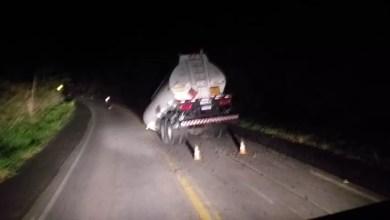 Photo of Vagão de carreta que transportava combustível solta de veículo na pista no sul da Bahia