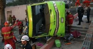 Sube a 8 los fallecidos y 35 heridos en accidente de bus turístico en Lima