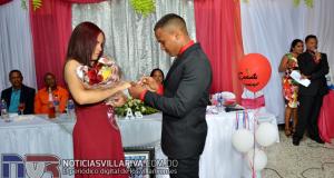 le-pide-matrimonio-a-su-novia-en-la-graduacion-bajo-yuna