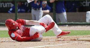 Bryce Harper con contusión en un pie tras bolazo
