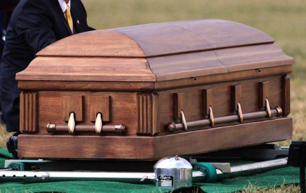 Funerarias NYC solo aceptan 10 personas durante velatorio