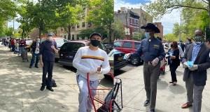 Reverendo Díaz redobla entrega alimentos y mascarillas dominicanos Bronx ......