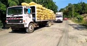 Anuncian paro de transporte por mal estado carretera Villa Riva-Arenoso