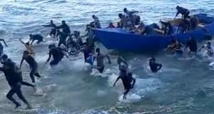 boricuas-graban-dominicanos-llegando-a-puerto-rico-en-embarcacion-ilegal