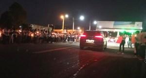 comunitarios-de-guaraguao-abarrotan-autopista-del-nordeste-exigiendo-justicia-por-muerte-de-tres-jovenes
