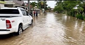 fuerte-lluvia-inunda-varios-sectores-en-villa-riva