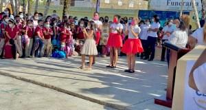 entre-poesias-cantos-y-bailes-inician-nuevo-ano-escolar-de-forma-presencial-en-villa-riva
