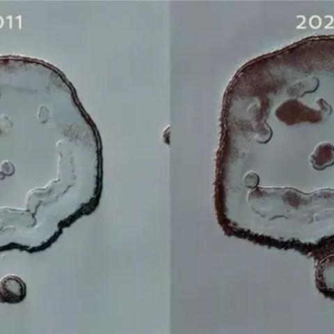 'Happy face' en el cráter de Marte