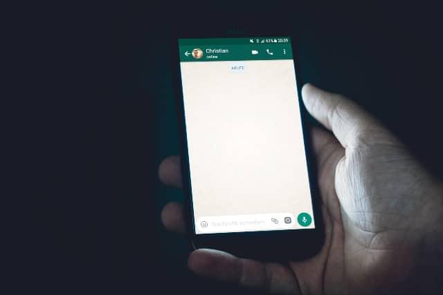 Si sientes que alguien podría estar espiando tus chats en WhatsApp, con este truco podrás averiguarlo